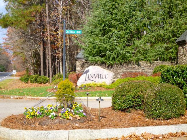Linville's luxury lifestyle is even showcased in the details of the neighborhood entrance